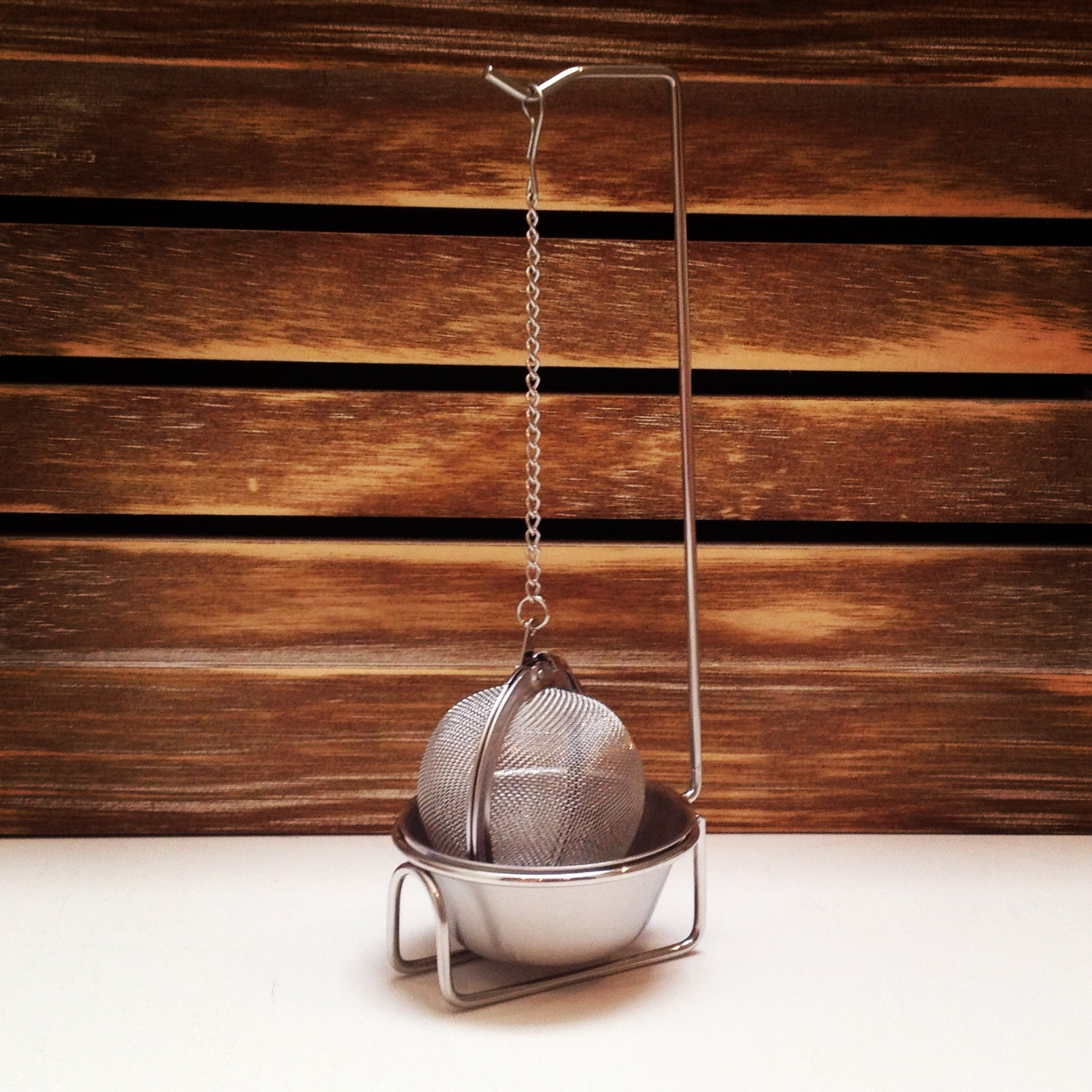 Stylish Hanging Tea Infuser with Bowl